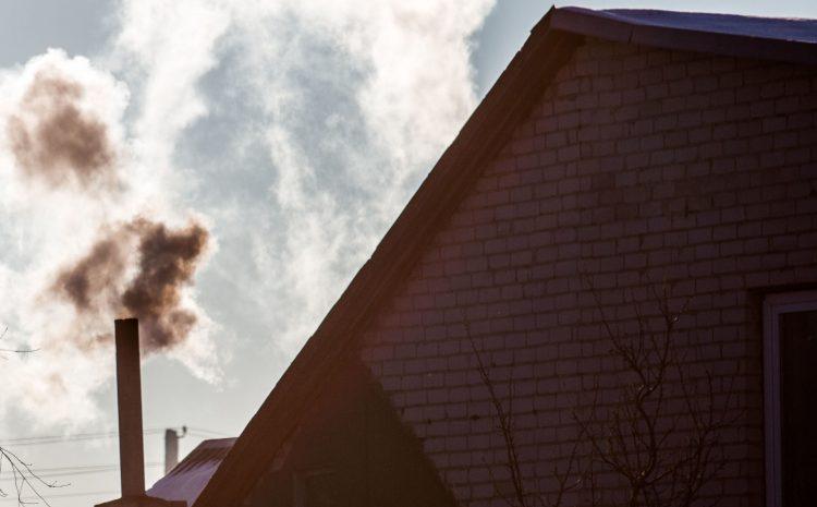 Intensyvaus šildymo sezono metu padidėja oro užterštumas kietosiomis dalelėmis