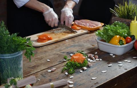 Specialistai primena – atšilus orams, maistą ruoškime saugiai