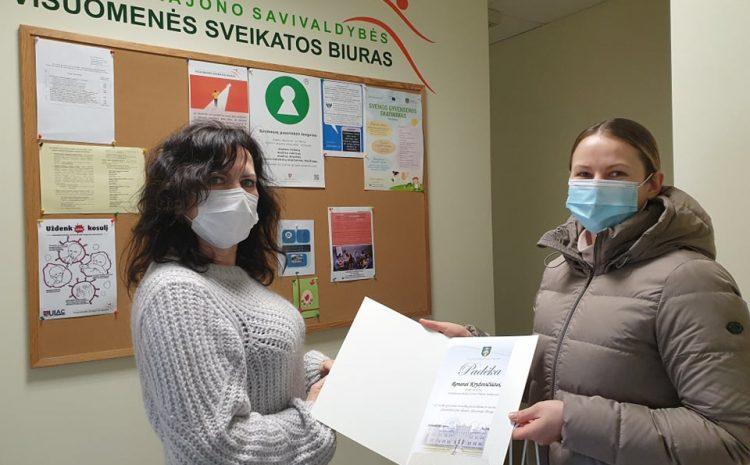 Plungės rajono savivaldybės visuomenės sveikatos biuras  organizavo nemokamas Pilates mankštas , kurias Plungės bendruomenei dovanojo Pilates mokytoja Renata Kryževičiūtė